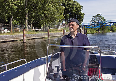 Cruising in motorboat