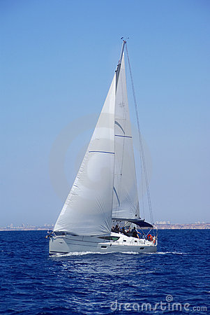 Free Cruising Yacht Royalty Free Stock Photography - 6652417