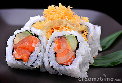 Crunch salmon roll maki sushi