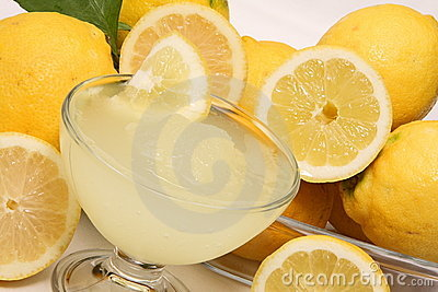 Crushed ice of lemons