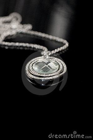 Free Crystal Necklace Royalty Free Stock Photos - 1800238
