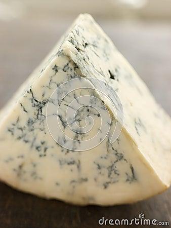 Cuña del queso inglés de Stilton
