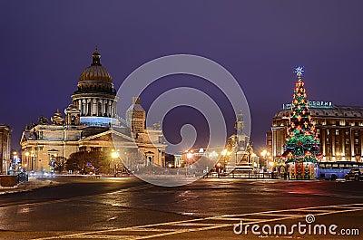 Cuadrado del St Isaacs en Petersburgo, Rusia. Imagen de archivo editorial