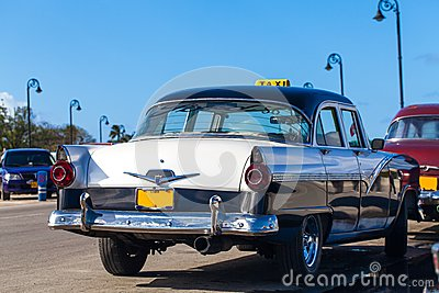 Cuba american Oldtimer taxi on the Promenade