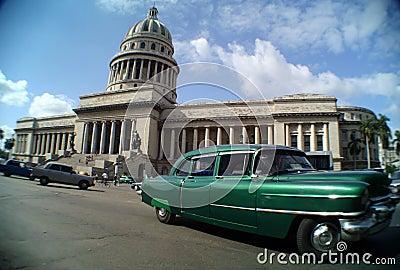 Cuba- Capitolio Nacional & Car