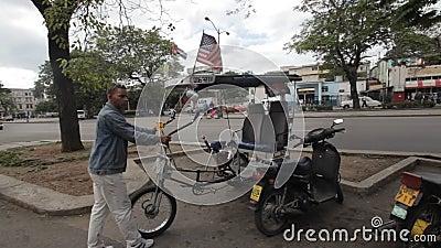 Cubano e bandeiras dos EUA vídeos de arquivo