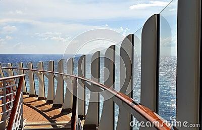 Cubierta del barco de cruceros