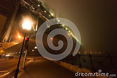 Cubiertas de la niebla   Sydney Harbour B Foto editorial
