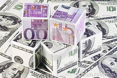 Cubos de euros y de dólares