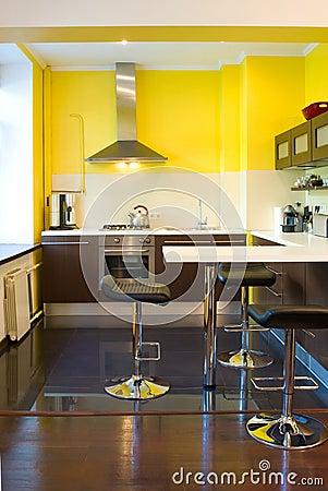 Parete Cucina Gialla: Migliori idee su pareti giallo chiaro.