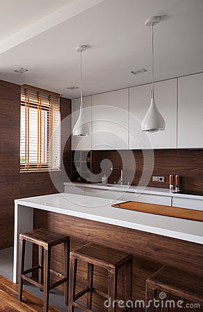 Cucina di lusso bianca e marrone fotografia stock - Cucina di lusso ...
