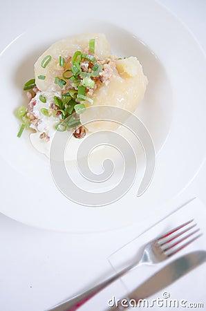 cucina lituana tradizionale del pasto del piatto gnocco farcito della patata della carne cepelinai didzkukuliai la maggior parte del piatto nazionale