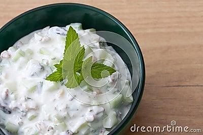 Cucumber yoghurt with raisins