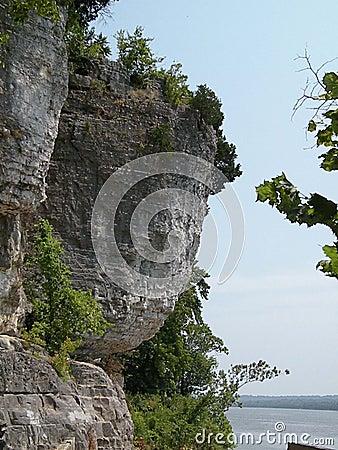 Cueva en roca