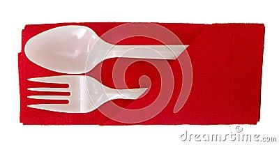 Cuillère et fourchette en plastique sur la serviette - d isolement