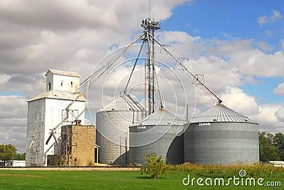Cultivando silos em Illinois