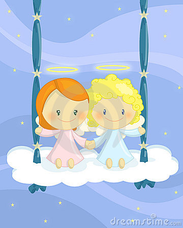 Cuople dos anjos em um balanço da nuvem