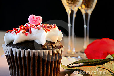 Cup cake topped with heart