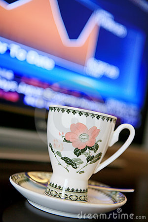 Cup with monitor show chart
