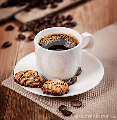 Free Cup Of Coffee And Cookies Royalty Free Stock Photo - 34727375