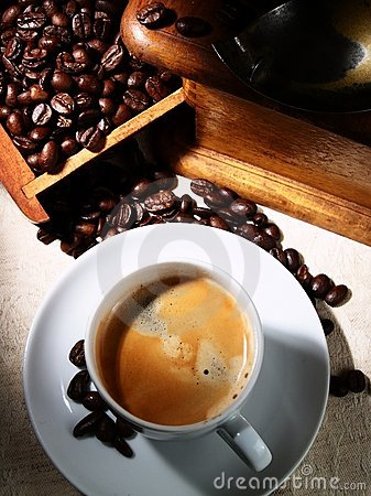 Free Cup Of Espresso Coffee, Old Grinder And Beans Royalty Free Stock Photos - 17197608