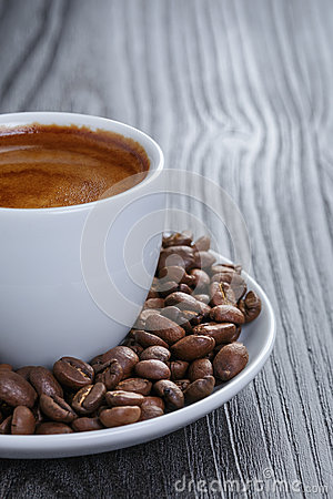 Free Cup Of Fresh Espresso With Beans Royalty Free Stock Images - 42385219