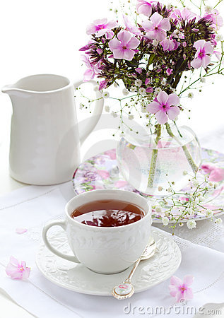Free Cup Of Tea And Flowers Royalty Free Stock Image - 18523266