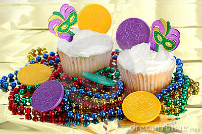 Cupcakes decorated for Mardi Gras