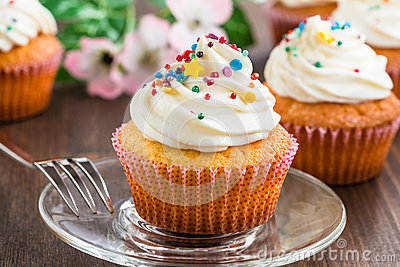 Cupcakes with white frosting and sprinkles