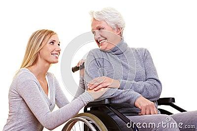 Cura di giorno per la donna anziana