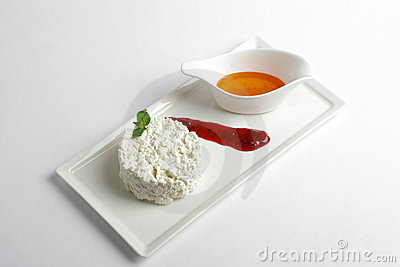 Curd with honey & strawberry