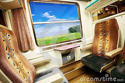 Curso no trem confortável.