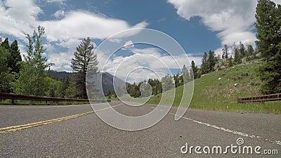 Curva S en las montañas Wyoming almacen de metraje de vídeo