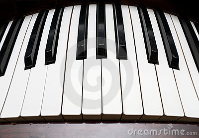 Curved piano keyboard