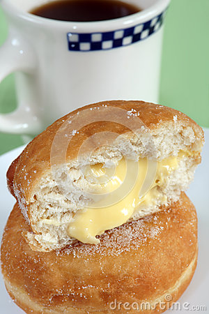 Free Custard Filled Donuts And Coffee Royalty Free Stock Photography - 33619297