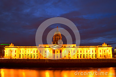 Custom House on the river Liffey, Dublin