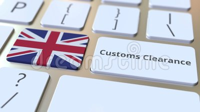 CUSTOMS CLEARANCE text and flag of Great Britain sur les boutons du clavier de l'ordinateur Importation ou exportation liée banque de vidéos