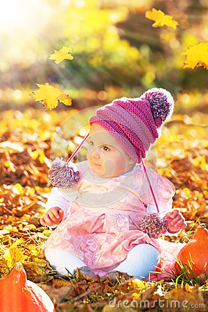 Free Cute Autumn Baby Girl In Golden Soft Light Stock Images - 61296494