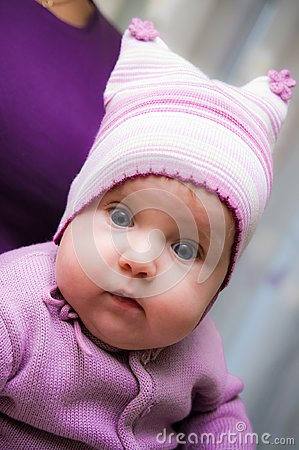 Free Cute Baby Girl Wearing Violet Clothes Stock Photo - 111709970