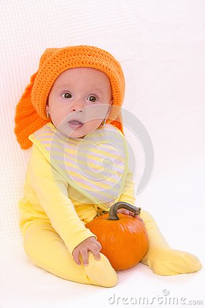 Free Cute Baby Girl With Pumpkin And Orange Hat Royalty Free Stock Photos - 131017188