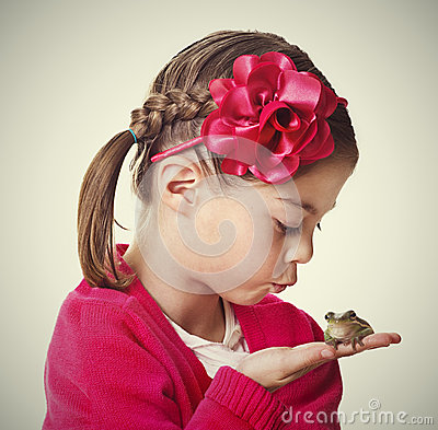 Free Cute Little Princess Kissing A Frog Royalty Free Stock Photos - 29700928