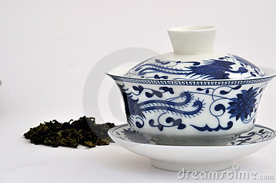 Cuvette de thé bleue de peinture de type chinois et thé cru