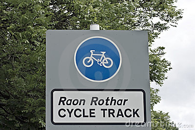 Cycle sign in Gaelic and English