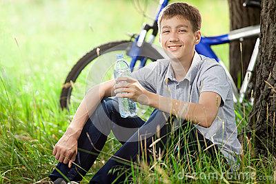 Cyclist in the park drinking clean water