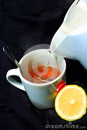 Cytryny gorąca herbata nalewa