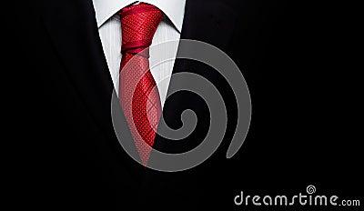 Czarny garnitur z krawatem