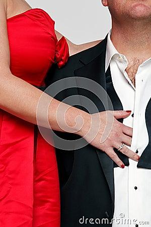 Czarny smokingowy czerwony krawat
