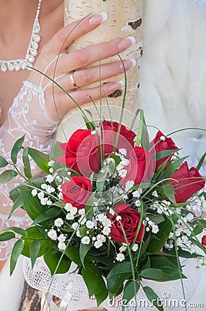 Czerwone róże ślubny bukiet