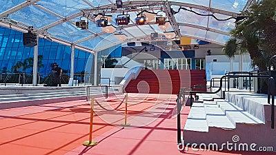 Czerwony chodnik na schodkach w wejściu Palais des festiwale Congres et des, Cannes zdjęcie wideo