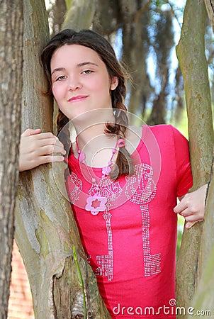 Czerwony dziewczyna wierzchołek